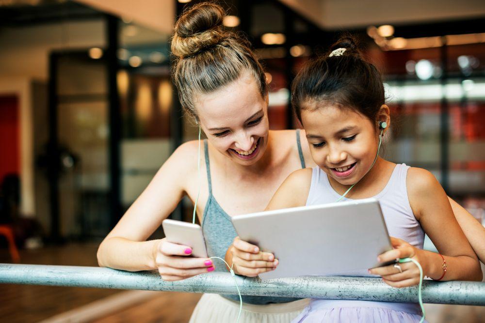 dancer reading emails